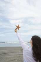 girl-with-starfish